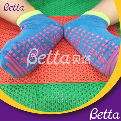 2019 Betta Wholesale Non Slip Socks Yoga Trampoline Grip Socks Manufacturer